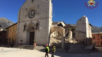 Violent Earthquake Rattles Central Italy