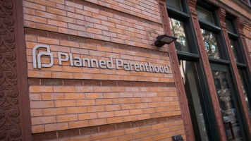 On His Way Out, Obama Enacts Rule Defending Planned Parenthood Funding