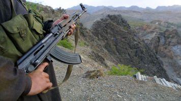 Pakistan Targets Militants, Closes Afghan Border After Terror Attack