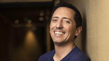 French Comedian Gad Elmaleh Is Ready To Make Us Laugh — In English