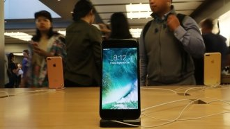 People Are Suing Apple After It Admitted To Slowing Down Older iPhones