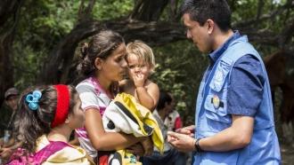 Venezuelan woman talks with UNHCR official