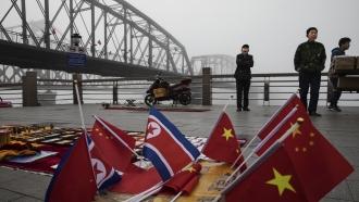 Vendors at North Korea-China border