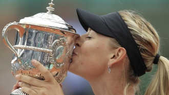 Maria Sharapova kissing a trophy