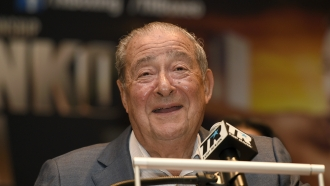 Boxing promoter Bob Arum speaking at a press conference