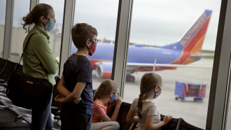 With Airlines Set Own Pandemic Rules, Flights Are Increasingly Packed