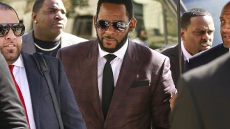 R. Kelly, center, arrives at the Leighton Criminal Court building for an arraignment on sex-related felonies in Chicago