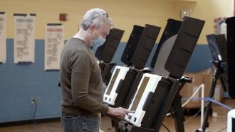 Man uses voting machine