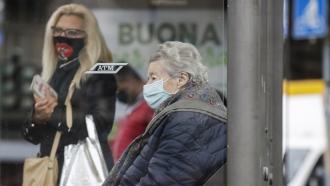 Italians wear face masks