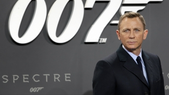 """Actor Daniel Craig poses for photos at the German premiere of the James Bond movie """"Spectre"""""""
