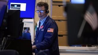 Stocks Sink, Yields Tumble As Virus Fears Rise