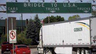 Cars enter United States from Canada