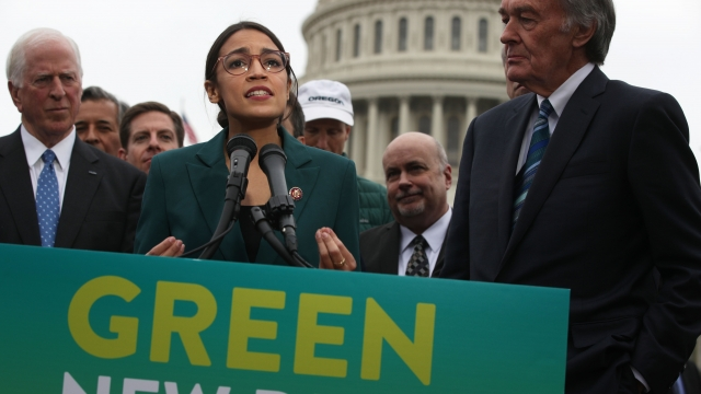 Democrats Walk Tightrope With Green New Deal