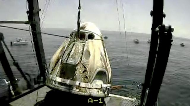 SpaceX 'Capsule Endeavor' Makes Splashdown