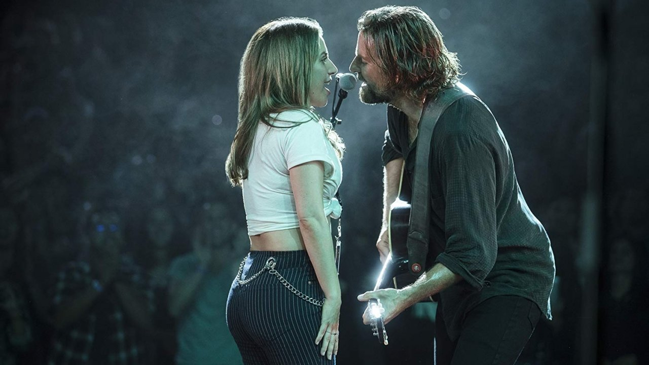Lady Gaga and Bradley Cooper singing