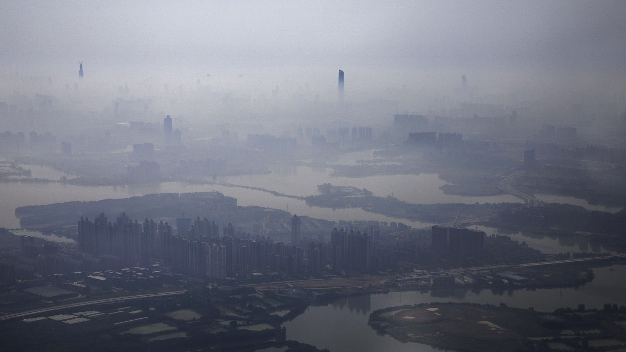 Air pollution and fog in Wuhan, China