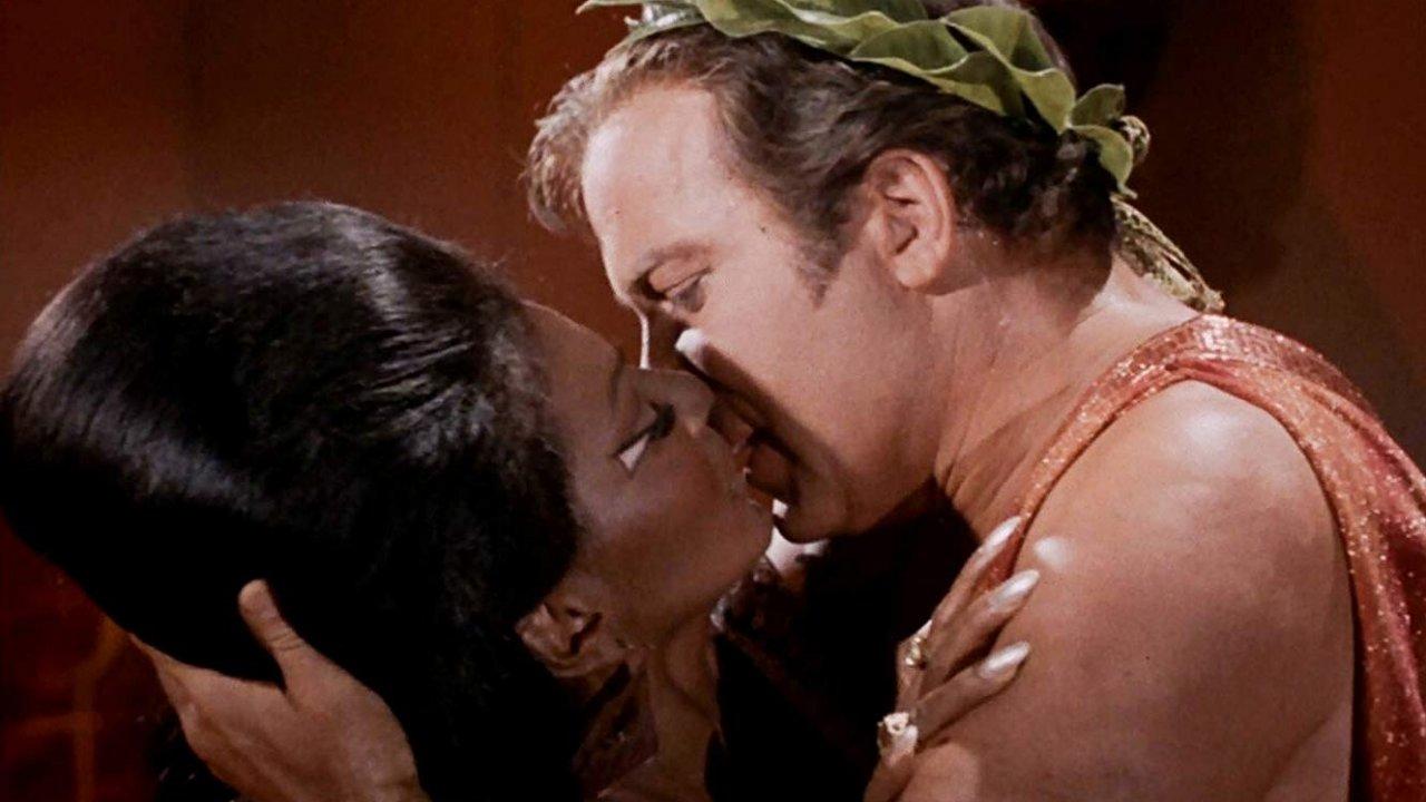 """""""Star Trek"""" kiss scene"""