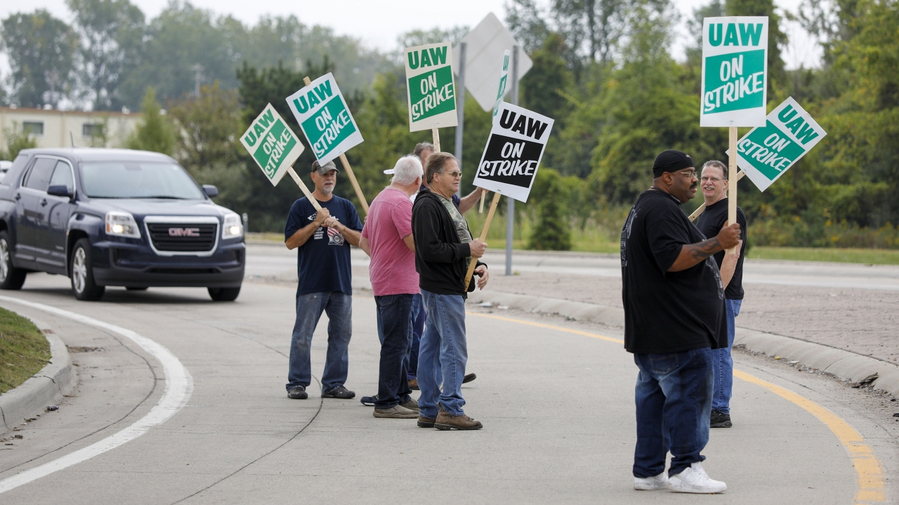Walkout Of GM Workers Offers A Test For Unions, Manufacturing Sector