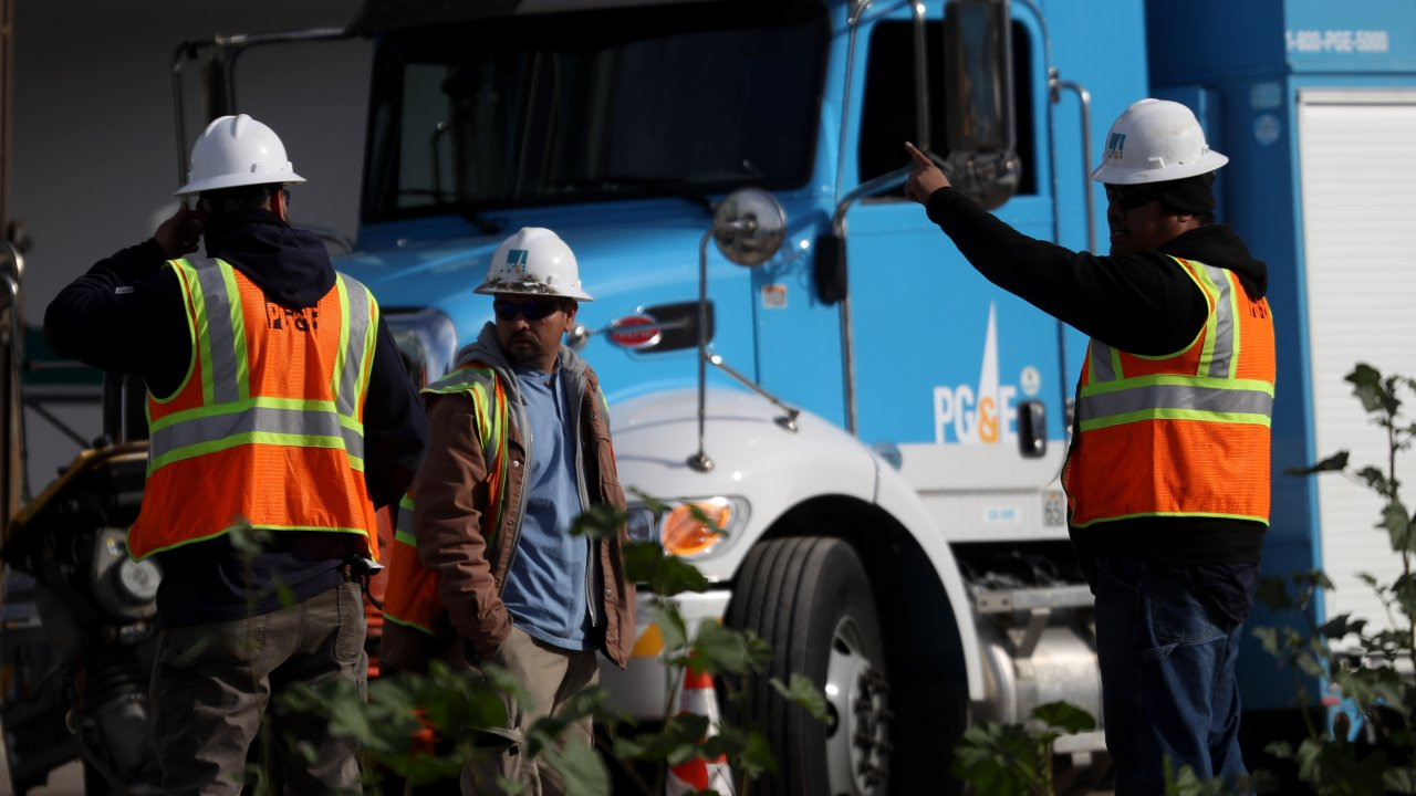PG&E workers