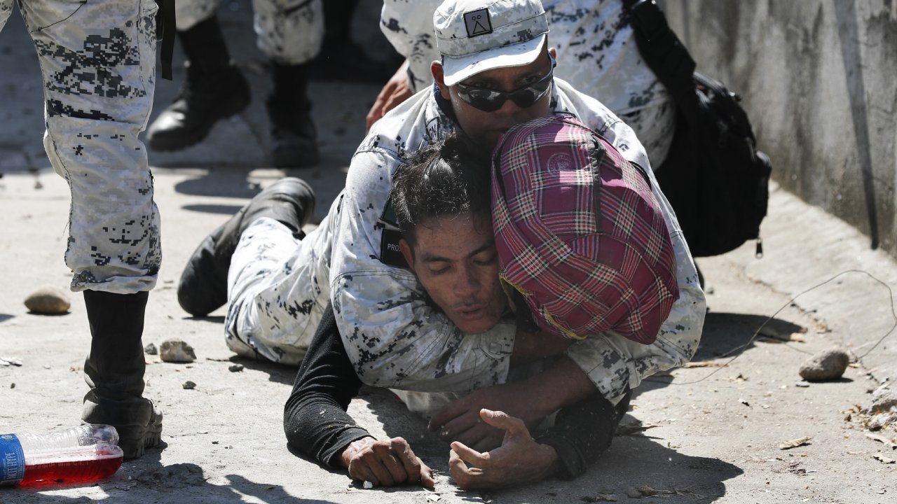 Mexican National Guard detains a Central American migrant