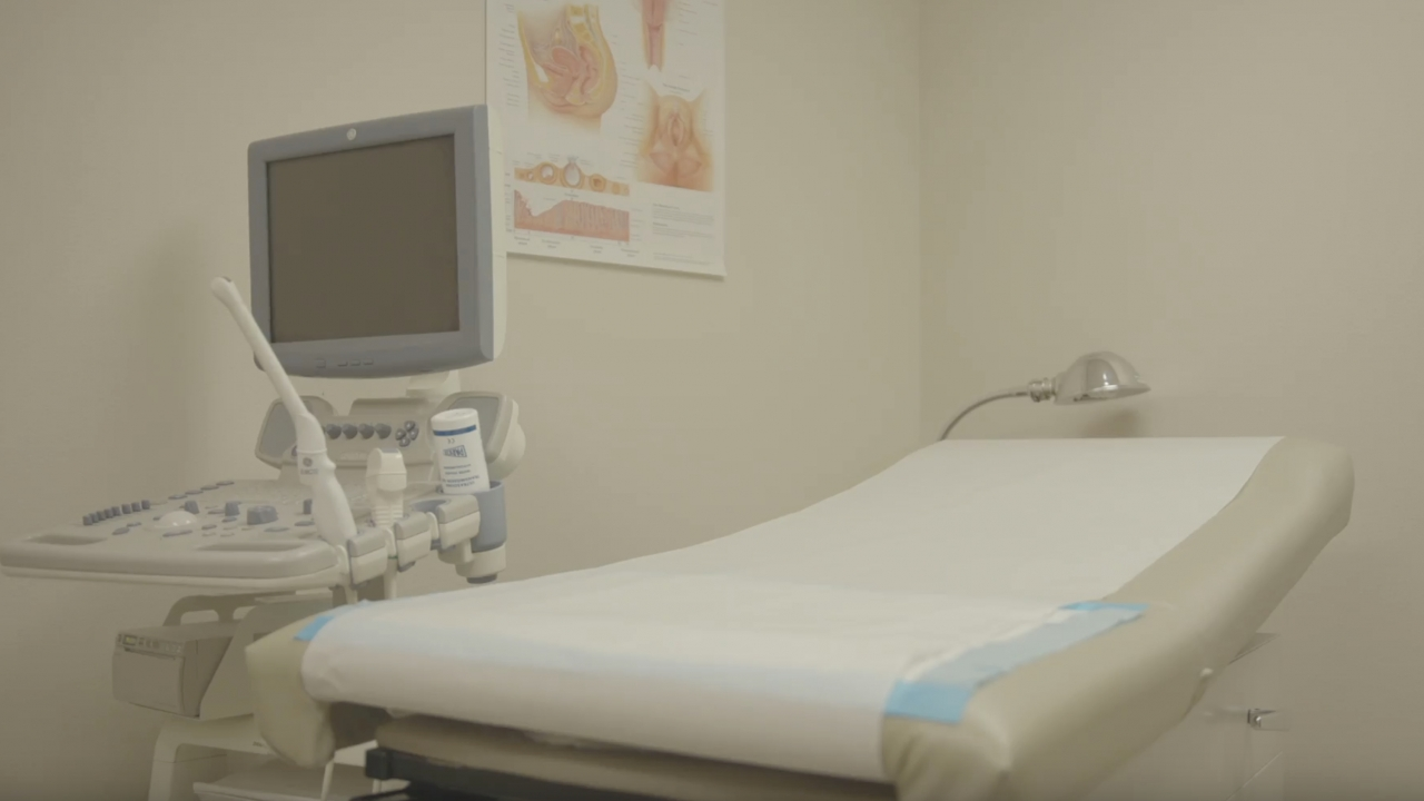 An ultrasound machine and exam table