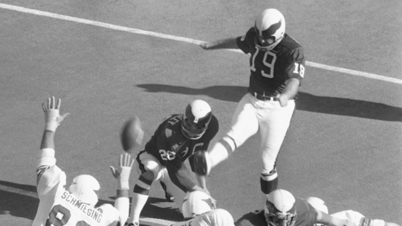 NFL kicker Tom Dempsey