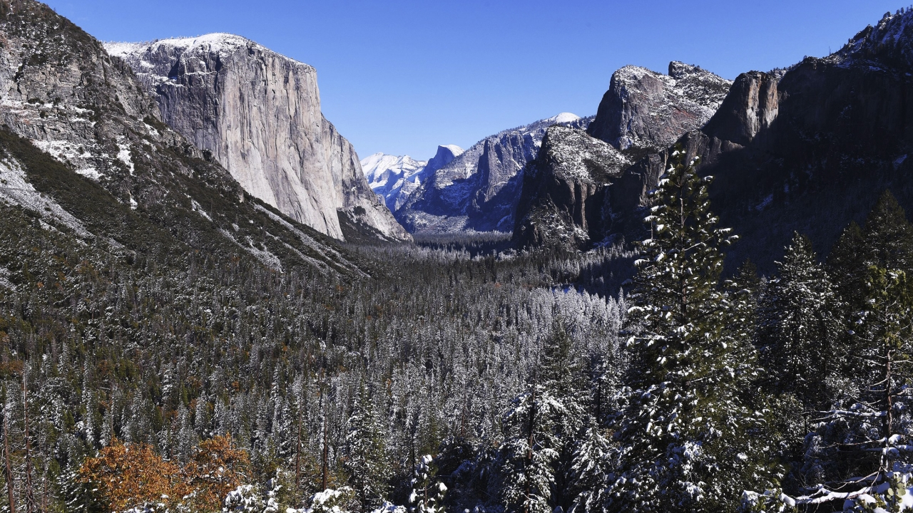 A light dusting of snow covers Yosemite Valley following the weekend's snowstorm in Yosemite National Park.