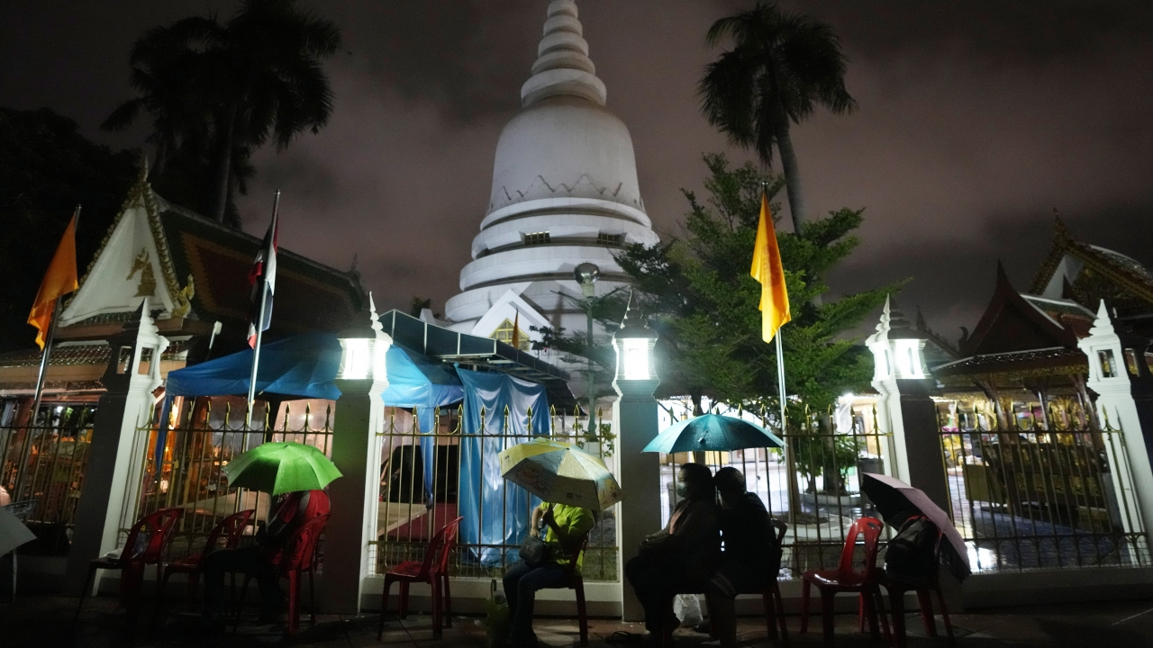 Locals wait in line overnight for free coronavirus testing at Wat Phra Si Mahathat temple in Bangkok