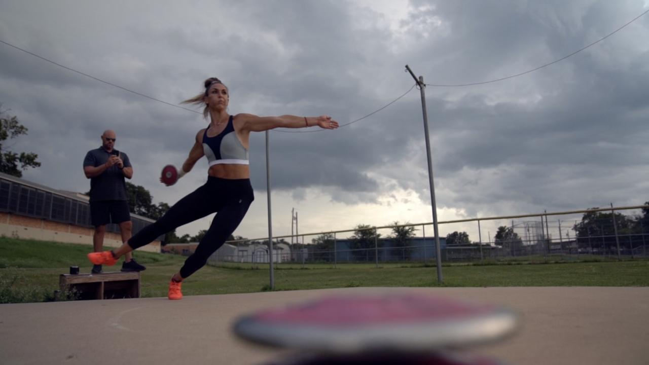 Olympic discus thrower train