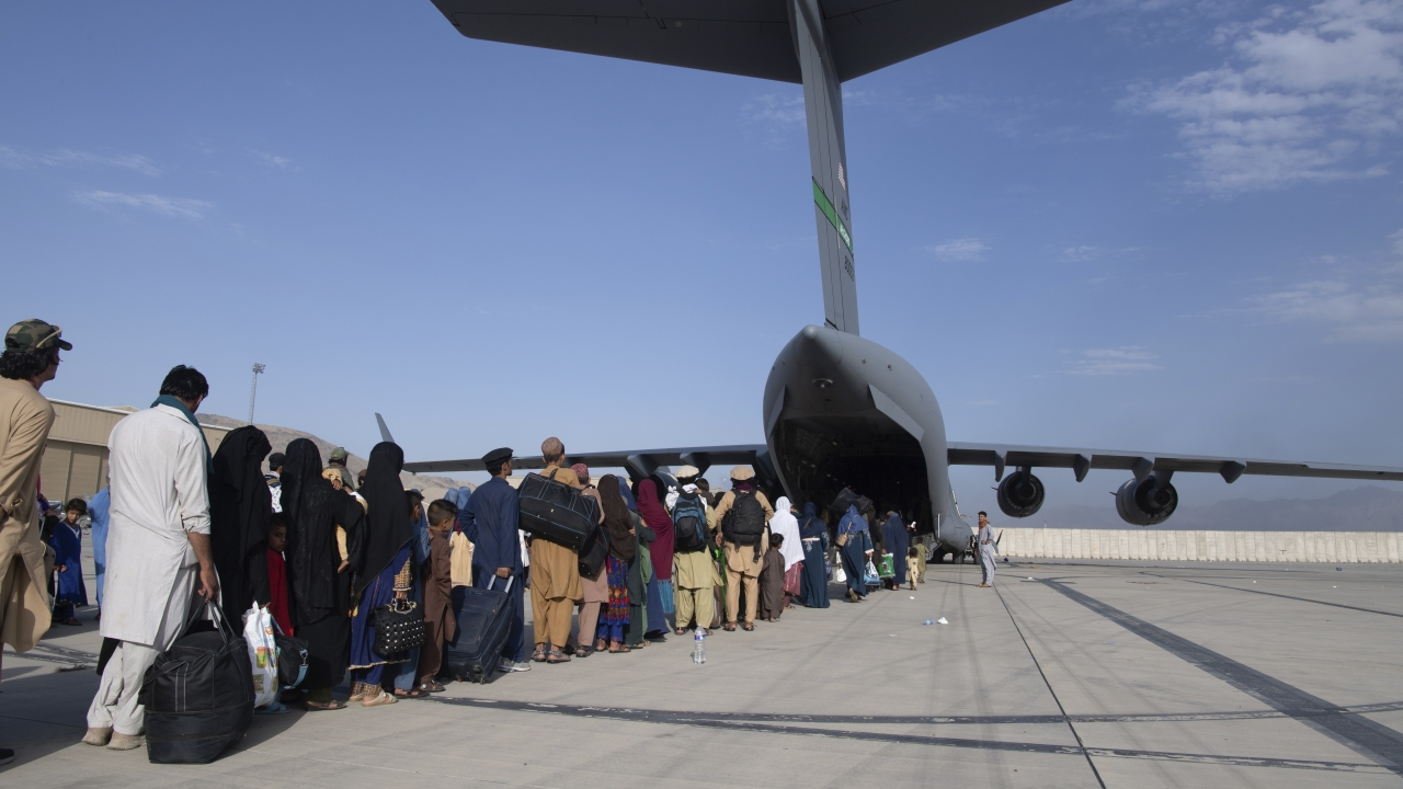 load people being evacuated from Afghanistan onto a U.S. Air Force C-17 Globemaster III